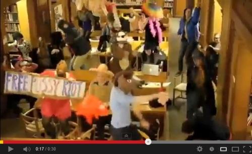 Harlem Shake na biblioteca